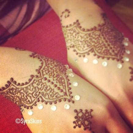 Modern And Artistic Henna Tattoos That You Will Want To