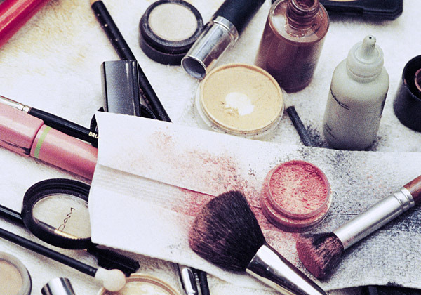 Makeup mistakes - Using dirty makeup tools
